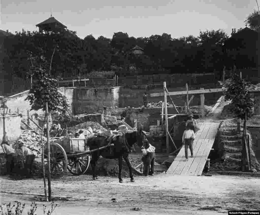 1913: The foundations for the iconic Hegedus Villa being built on Gellert Hill.