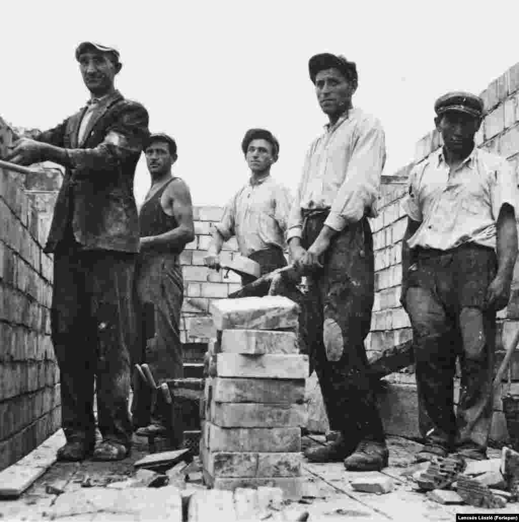 1937: Laborers at work on a residential house at 20 Szent Umre Street, in Budapest's eastern suburbs.