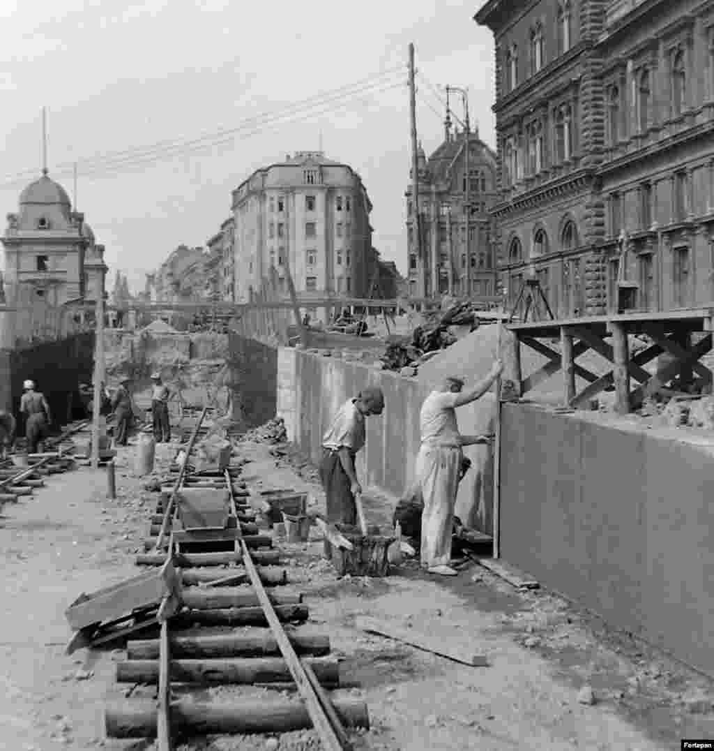 1952: An underground passageway being built in Fovam Square, central Budapest.