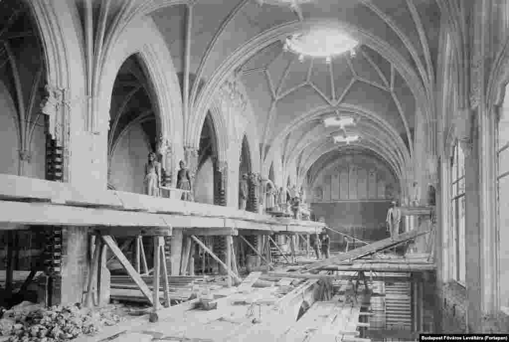 1903: Women laborers pause for a photograph during reconstruction of Budapest's Ministry of Finance building, near Buda Castle.