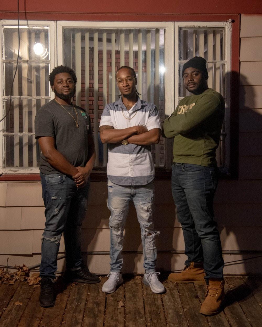 Siblings Brandon Mills, 21, Shemoi Edwards, 30, and Nickoy Edwards 27 in Flint, MI, Friday, Nov. 20, 2020. (Cydni Elledge for The Intercept)