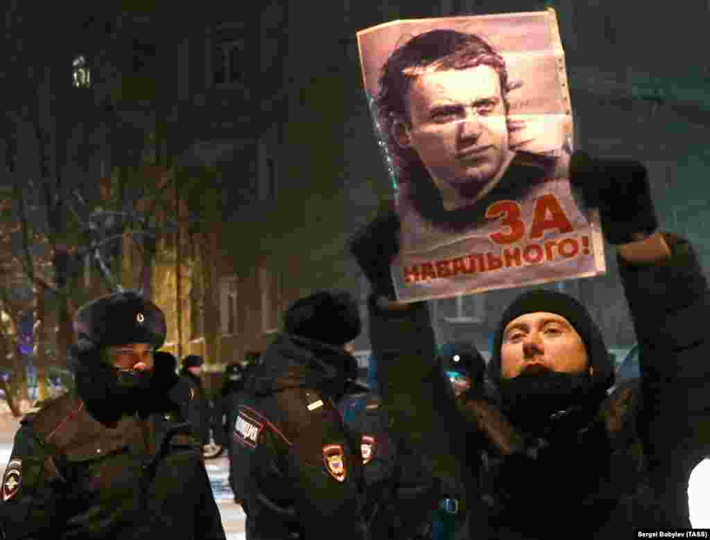 """Moscow: """"For Navalny!"""""""