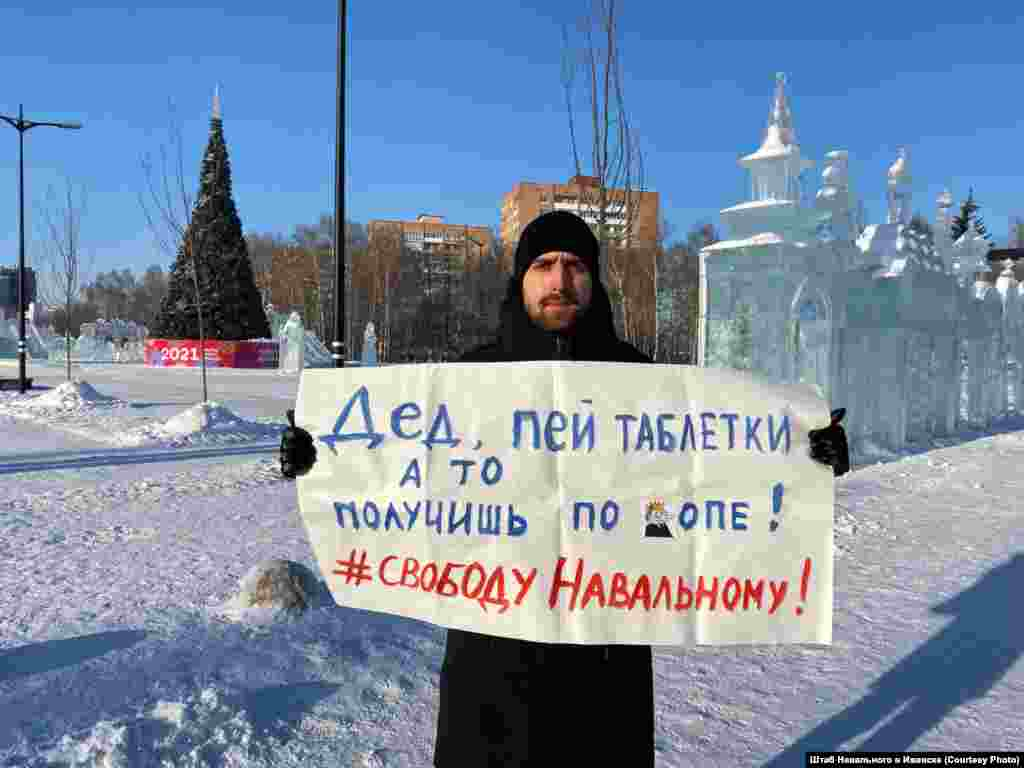 """Izhevsk: """"Granddad, take your pills or you'll be smacked on the bum. Freedom for Navalny."""""""