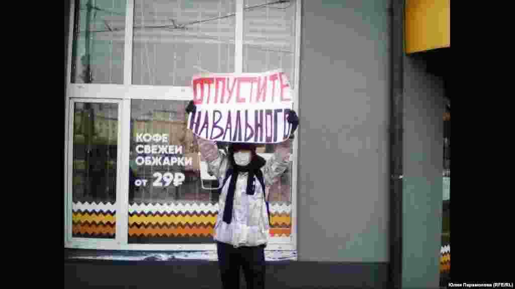 "Kaliningrad: ""Release Navalny."""
