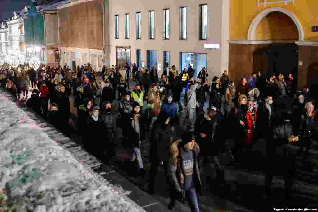 Protesters march in Moscow on February 2, calling for the release of Navalny.