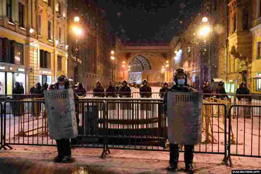 Law enforcement officers deploy in downtown St. Petersburg.