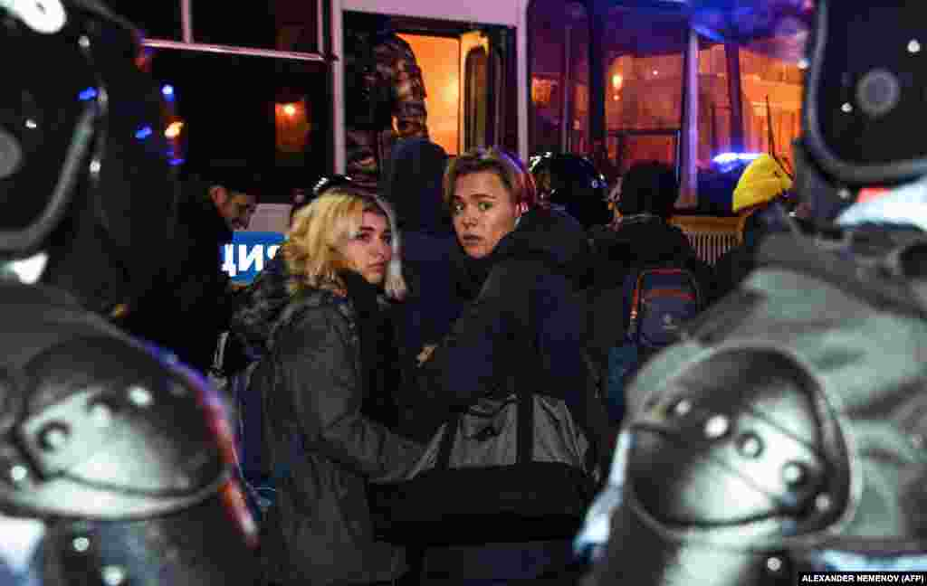 Detainees are herded onto buses in Moscow.