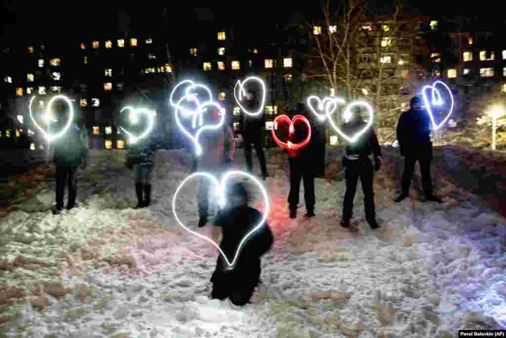 """People draw hearts with their cell-phone flashlights in support of jailed opposition leader Aleksei Navalny and his wife, Yulia Navalnaya, in Moscow on the night of February 14. Navalny's team urged people to stand in their courtyards and shine their cell-phone flashlights under the slogan, """"Love is stronger than fear."""" After the jailing of Navalny and two weekends of nationwide demonstrations and marches, the new protest format looked to some like a retreat."""