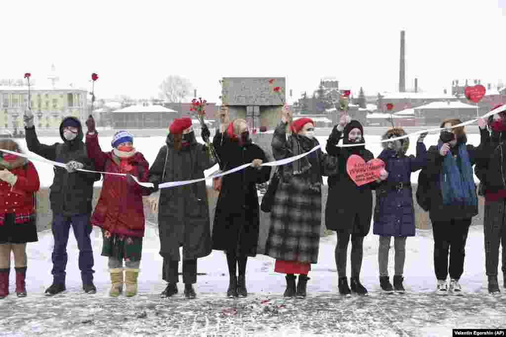 Women at a rally in St. Petersburg on February 14 in support of Navalny and his wife