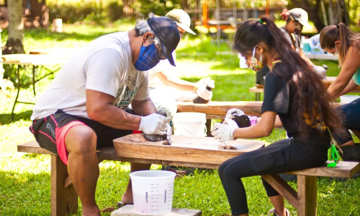 Members of the Ohana Agricultural Resilience Program andthe Ho'okahua Ai Mentorship Program learn to make the Hawaiian food staple poi. (Photo: Malia Welch)